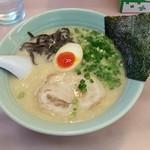 元吉田 - とんこつ屋台ラーメン590円