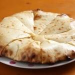 ソルティーダイニング - チーズナン