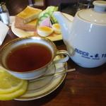 cafe ぼへみあん - 紅茶はムジカのティーサービス 450円
