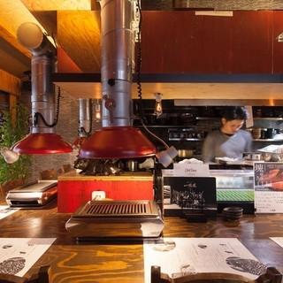 オープンキッチンのカウンター席で楽しむ極上の焼肉