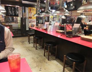 焼肉ホルモン 神田商店 町田店 - 18時前には入ったと思うけど、まだお客さんも少なくて奥のテーブルへ。テーブル席だけみたいで結構広く、20時前にはお店を出たけどその頃にはお客さんもいっぱい入ってた☆彡