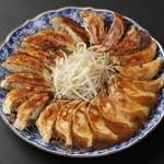 餃子の村長 - 料理写真: