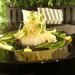 ジンジャーガーデンアオヤマ - 北海道産大粒ほたてと九条ネギとレモンのカルパッチョ