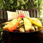 ジンジャーガーデンアオヤマ - 生ハムとリンゴ、ゴルゴンゾーラのサラダ ローストナッツをかけて バルサミコハニーソス