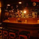地酒と宮城のうまいもん処 斎太郎 - お一人様でも気軽にお酒を楽しめる人気のカウンター席