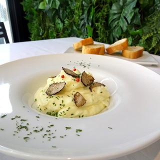 生姜や高級食材を中心とした斬新な創作料理