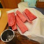 助八寿司 - これからこの前沢牛を握ってもらう