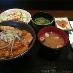 群馬名物 麦豚丼の上州亭 - 麦豚丼セット(並)【料理】