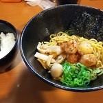 44352068 - ホル辛まぜそば(¥700)+大葉キムチ丼(¥200)