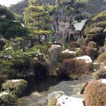 そば処秀峰 - 冬の庭園