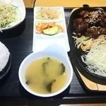 韓国家庭料理 おこげ - 豚カルビ定食(880円)