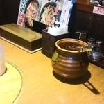 韓国家庭料理 おこげ - テーブルの上にあるキムチは食べ放題