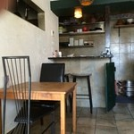 アジアン カフェ NOY'S - 明るい店内。