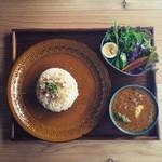 フィッシュジャム - エビとブロッコリーのスパイスカレー