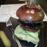 FGR DINER - ハンバーガーを横から見る。