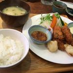 44359658 - カキフライ定食