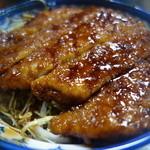 白孔雀食堂 - 名物カツ丼ハーフ(¥1050税込み)