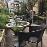 青山フラワーマーケット ティーハウス - テラスの雰囲気いいです!