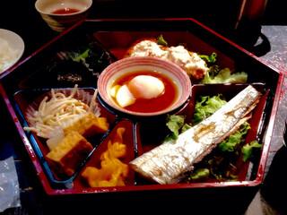 多満喜 - 日替わり定食(780円)。すんげぇボリューム。ちなみにごはんとお味噌汁はお代わり自由。