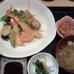 Sakuramai - ワンコインランチの指定メニュー(海老フライ定食)