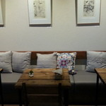 カフェ シュクラン - ゆったり座れるテーブル席