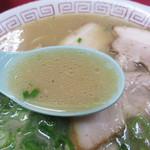 大ちゃんラーメン - あっさりながら、ふくよかなコクと甘味があり、どんな体調の時も美味しいと感じられるバランスです。 モヤシラーメンの場合は、茹でモヤシから水分が出ることを見こして、スープを少し濃いめにしてるそうです。