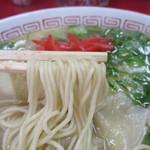 大ちゃんラーメン - 麺はカタで頼みました。替玉は130円。