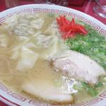 大ちゃんラーメン - ワンタンメン700円。 上質というより、手作りって感じの温かい味がする餡でした。