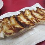 大ちゃんラーメン - 餃子330円。 大きさは博多一口餃子ではなく、普通の大きさです。 餡は野菜が多く、とろける位柔らかいです。