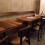 デンズパスタバル - テーブル席