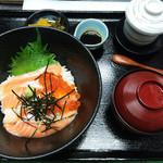 寿司居酒屋 平八郎 - シャケといくらの親子丼(ランチ限定)