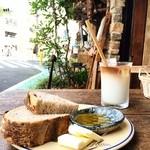 ル・シァレ - 初秋のテラス パンの厚み