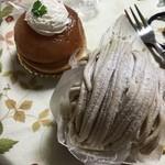 Souvenir - まるごとりんごのタルトとモンブラン★       モンブランは底がパイ生地でサクサク!       何層にもなっていました。       またりんご食べちゃった!