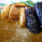れんげ草 - 野菜カレーはひき肉のルーに素揚げ野菜がたっぷりです。