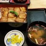 レストラン 四季の恵 - ぜいたくホエー豚重(1350円)です。