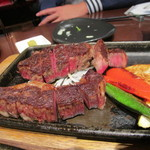 但馬屋 - 長期熟成黒毛和牛サーロインステーキレギュラー3900円、赤身が強く味が濃いサーロインステーキです。