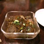 首里乃家 - 島もずく酢。太めの、あの、沖縄のもずくです。一人に一つ頼まないとケンカになりますっ。