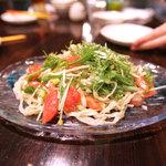 首里乃家 - 沖縄そばのサラダ仕立て。なんというアイディアメニューでしょうっ!!