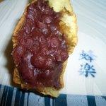 4440016 - 「蜂楽饅頭」の中は、あんこがたっぷり
