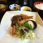 味処 峠茶屋 - ハンバーグと海老フライ定食