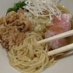 嵐風 - 麺は全粒粉入りの細麺