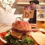 ブエナビスタ - 夜BARで食べれました。ウワサのラムバーガーSサイズです❤️