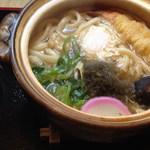 鮎味亭 - 年中人気ありの鍋焼きうどん 850円