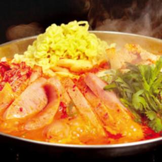 ブデチゲ鍋(韓国の軍隊鍋)