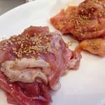 神保町食肉センター - 豚肉もも(塩)、ネックピートロ(味噌)