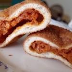 木村屋 - トマトカレーの揚げパン