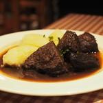肉バル Brut - 牛肉の赤ワイン煮込み(?)