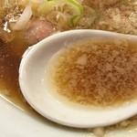 中華そば ムタヒロ 大阪福島店 - ワハハ煮干そば(750円)スープ