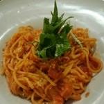 44425819 - リコッタチーズとチーズの王様のトマトパスタ