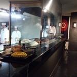日本料理 晴山 - (2013年4月)スタッフも若い方が目立ちます。